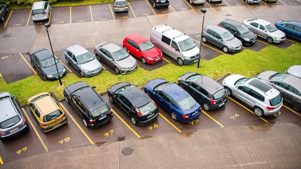 Правила парковки во дворе, которые помогут избежать штрафов