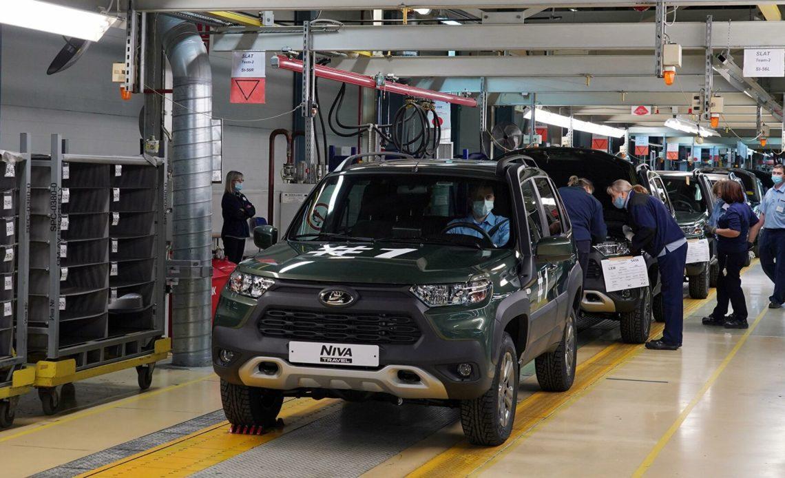 АвтоВАЗ представит три обновленные версии Lada